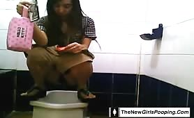 Chinese girls pooping